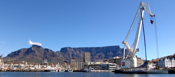 floating crane at the V&A Waterfront